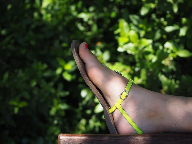 sandály