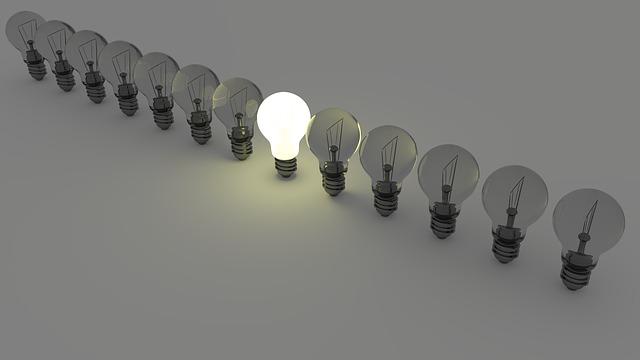 jedna svítící žárovka
