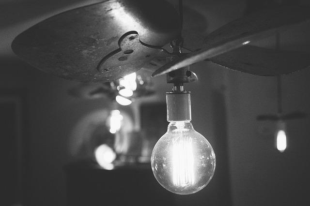 žiarovka svieti.jpg
