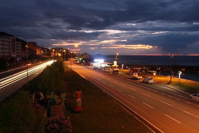osvetlená ulica.jpg